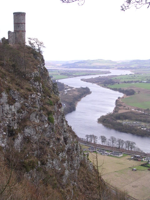 Kinnoull Hill tower overlooking the Tay (c) Val Vannet